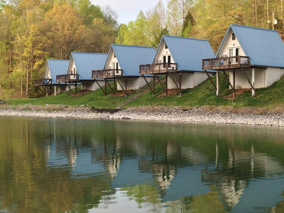 CABINS FOR RENT AT HOLIDAY LANDING MARINA ON TIMS FORD LAKE TULLAHOMA